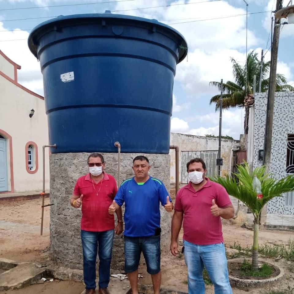 Prefeito e Presidente da Câmara Municipal visitam as obras da construção das bases para caixas d'água nas comunidades Canafístula e Lagoa Velha