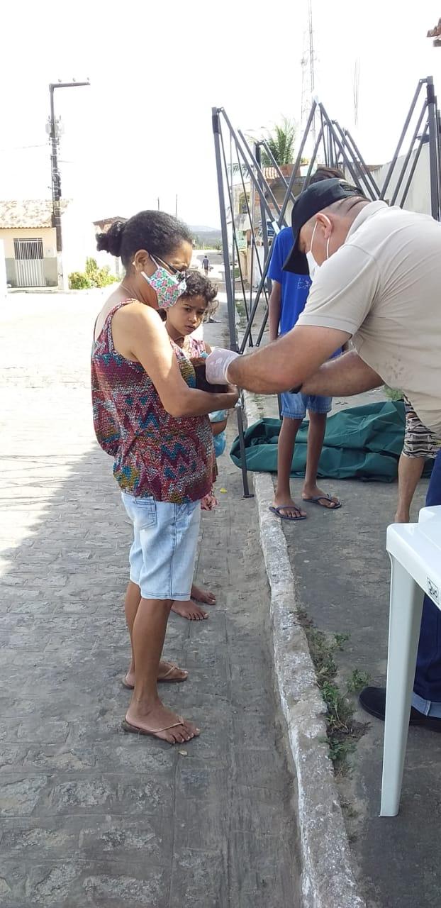 Secretaria Municipal de Saúde, deu o ponta pé inicial nesta quarta- feira (06), no Conjunto Pedro Vieira com a vacinação animal contra raiva